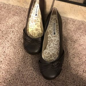 American eagle ladies brown shoes size 7